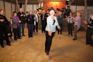publikum-danser-grekisk-dans